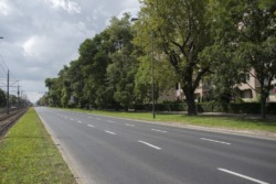 Oświetlenie chodnika i drogi dla rowerów na ulicy Grójeckiej