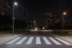 Widoczny pieszy - lampy doświetlające przejścia