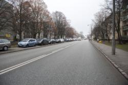Pasy rowerowe i miejsca parkingowe na Żeromskiego i Reymonta.
