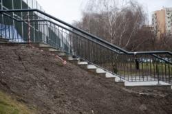 Dojście do ulicy Górczewskiej z Nowych Górc-przejście nad torami do Wola Parku i stacji metra