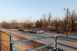 Parking dla samochodów przy stacji kolejowej Warszawa Choszczówka