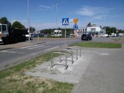 Ustawienie stojaków rowerowych w rejonie przystanku autobusowego Strzygłowska 02 (ulica: Wał Miedzeszyński)