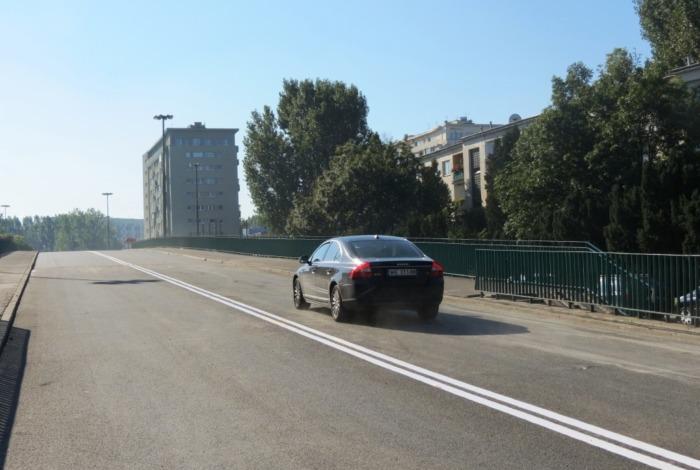 Pierwsze samochody na wiadukcie ul. Saskiej