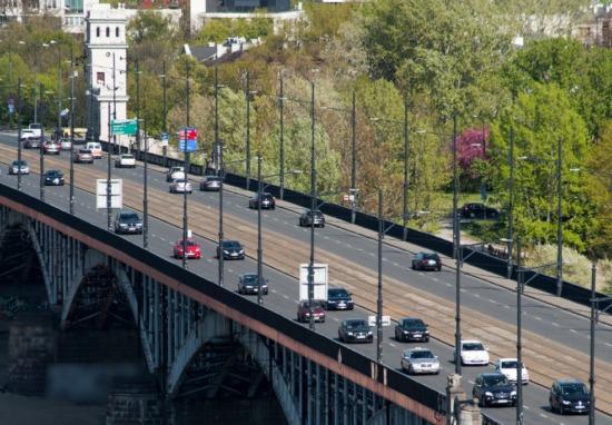 Tysiące pojazdów na mostach. Gdzie najwięcej?