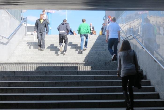 Kolejne dwie klatki schodowe na rondzie Dmowskiego wyremontowane.