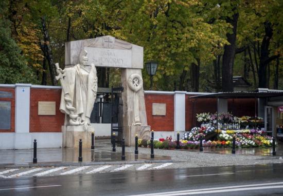 Decyzje na stoiska handlowe przed cmentarzami