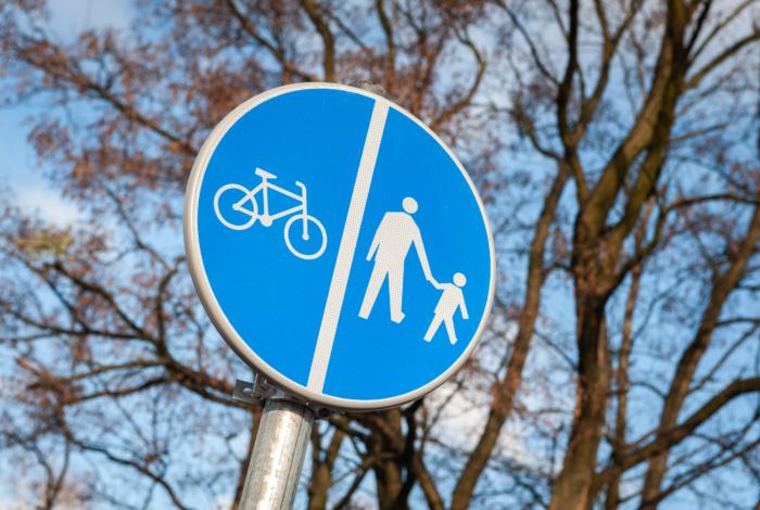 Rowerem i pieszo w Wawrze