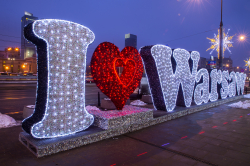 Zaświecona iluminacja z logiem I love Warsaw