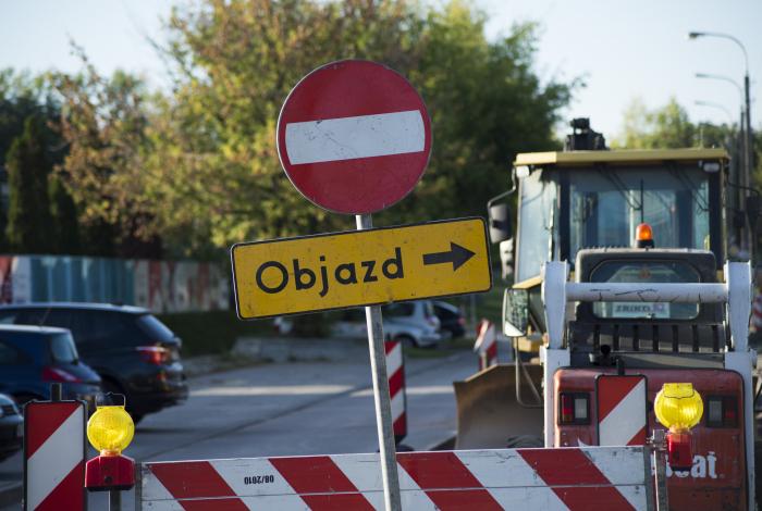 Awaryjna naprawa skrzyżowania ul. Broniewskiego i al. Reymonta oraz inne weekendowe utrudnienia