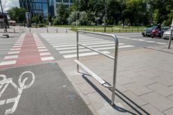 Podpórki rowerowe przy przejazdach na rondzie Daszyńskiego