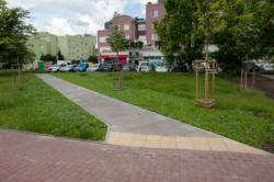 Chodnik pomiędzy ul.Kawy a przejściem dla pieszych przez ul.Powstańców Śląskich do pętli Nowe Bemowo