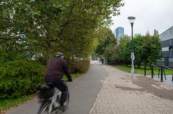 Oświetlenie chodnika i ścieżki rowerowej przy ul. Kasprzaka