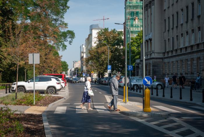 Poprawa bezpieczeństwa pieszych na przejściach. Jakie stosujemy rozwiązania i kiedy?
