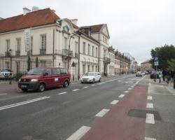 Ulica Miodowa w ciągu dnia.