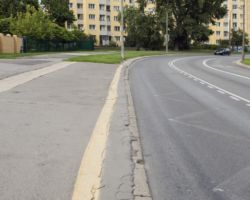 Chodnik na ul. Ossowskiego.