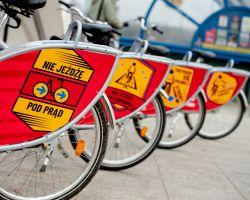 Rowery Veturilo z panelami reklamowymi z kampanii Rower to Pojazd